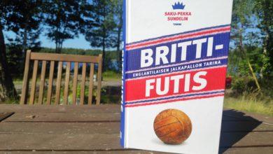 Photo of Brittifutis-kirja: Tuoksuu sopivasti Stella Artoisilta pubin kokolattiamatossa